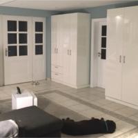 Weiße Schränke nach Maß im Wohnzimmer