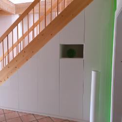 Einbauschrank unter der Treppe nach Maß geplant