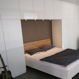 Awesome Schlafzimmer Mit Bettüberbau Ideas - Erstaunliche Ideen ...