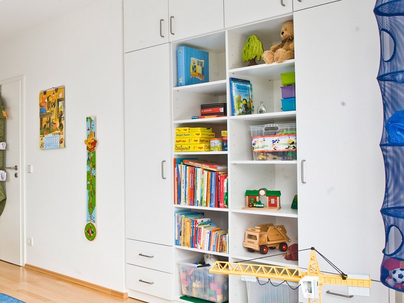 Einbauschrank im Kinderzimmer mit Stauraum für Spielzeug