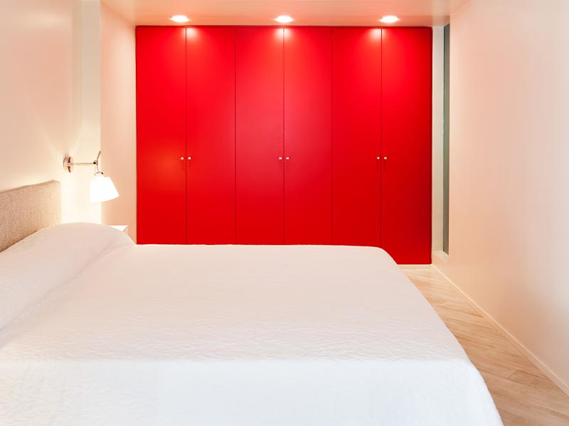Schlafzimmer kleiderschrank rot