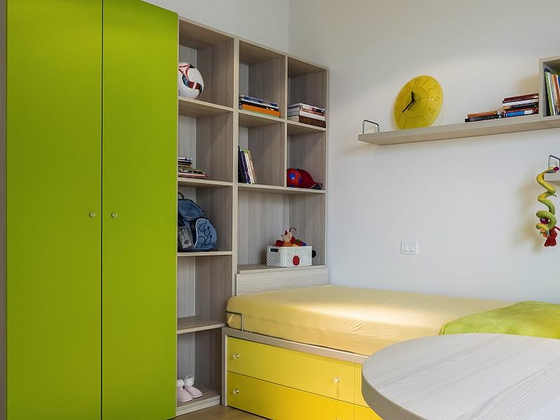 Kinderzimmer einrichtung mit grünen Fronten