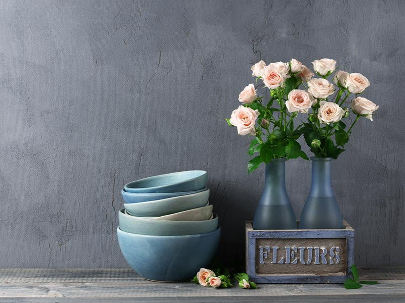 Vintage Blumengesteck mit Schüsseln