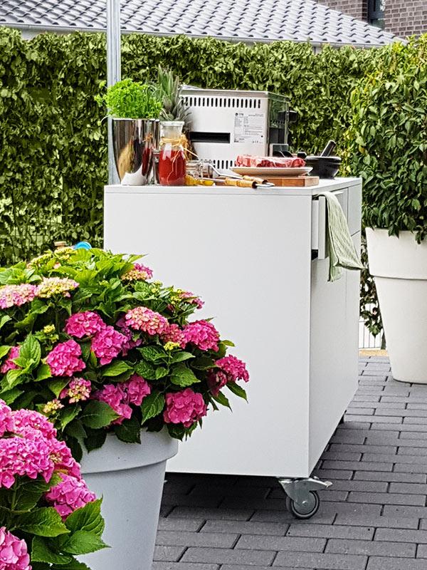 mobile Außenküche im Garten