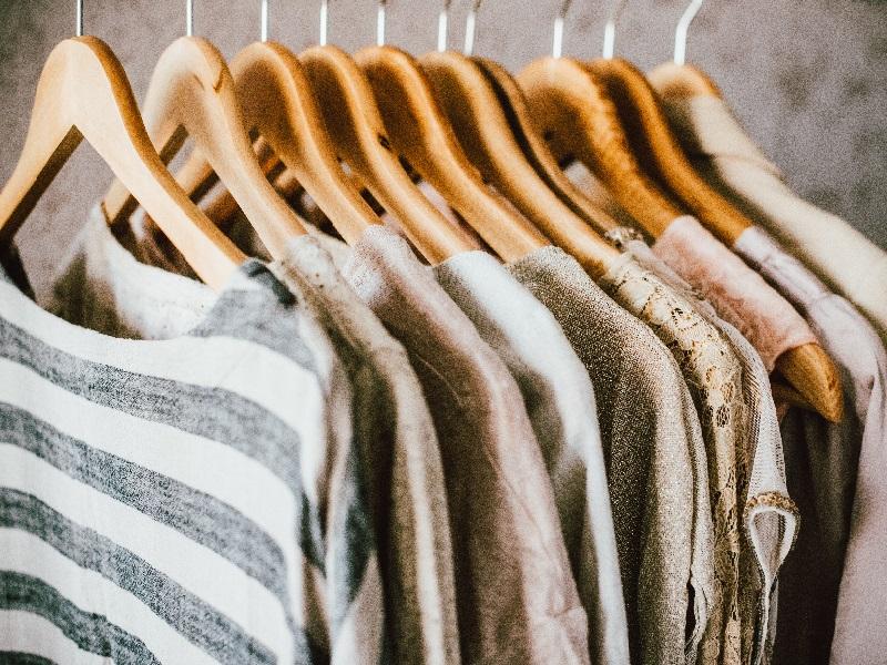 Kleiderbügel schaffen Ordnung