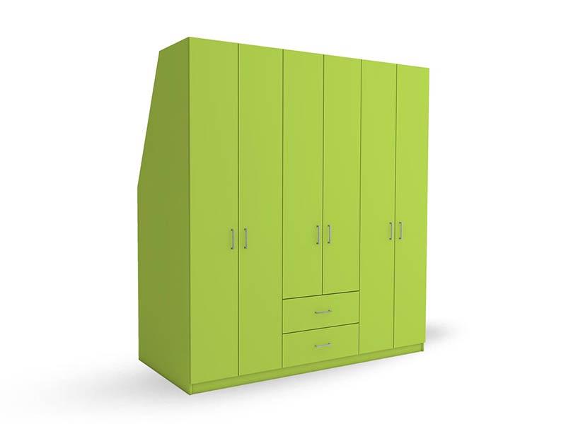 grüner Kleiderschrank mit Schräge hinten