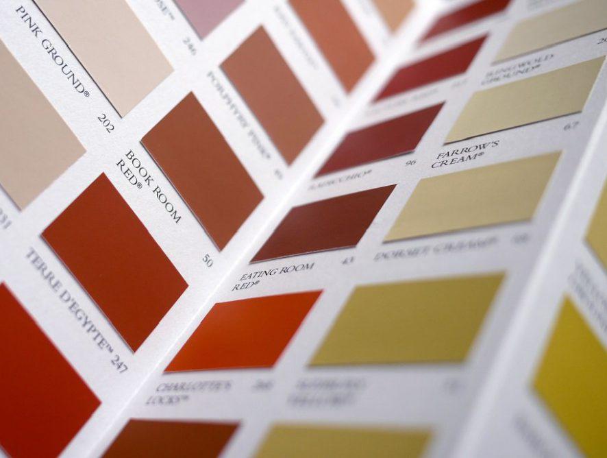 Bringen Sie Ihren Schrank mit Tapeten oder Wandfarben von Farrow & Ball zur Geltung!