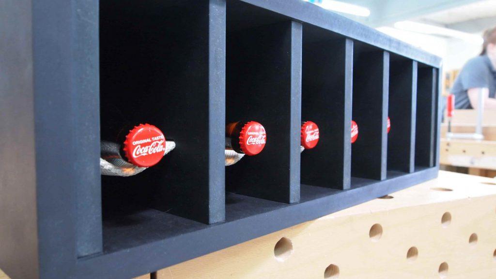 DIY-Upcycling- Projekt: Flaschenregal aus Feuerwehrschlauch zum Selbermachen!