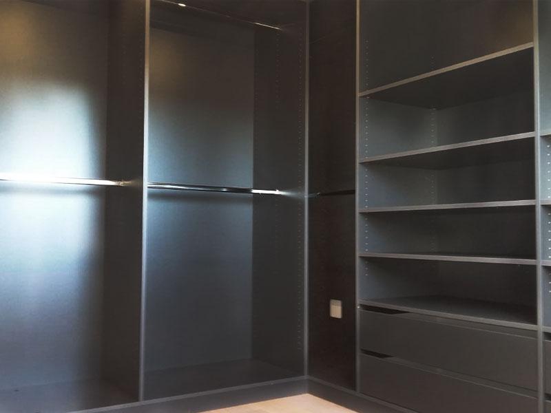 Eckkleiderschrank in graphit für Ankleidezimmer