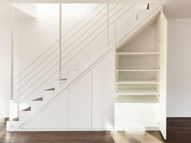 einbauschrank-treppe-weiß