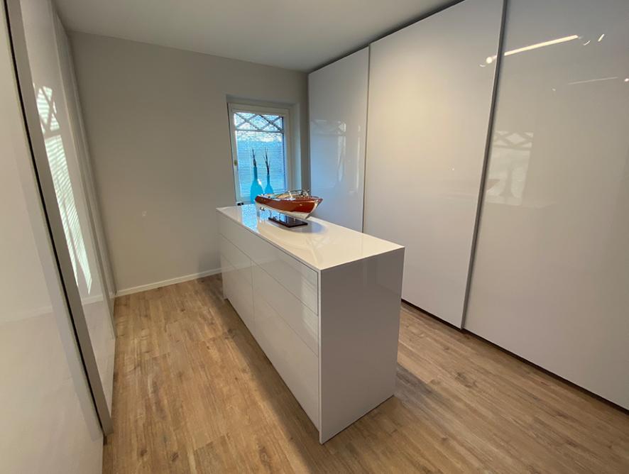 schrankwerkstück Dezember 2020: Ein Garderobenzimmer für die ganze Familie