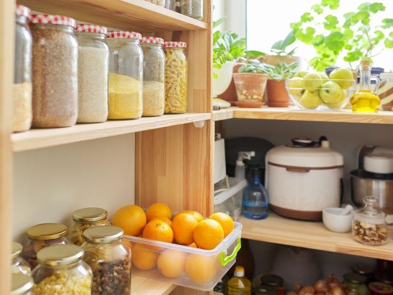 Lebensmittel im Vorratsraum