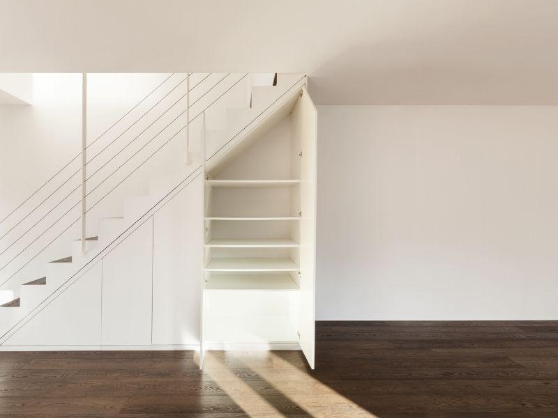 Treppenunterschrank für mehr Stauraum