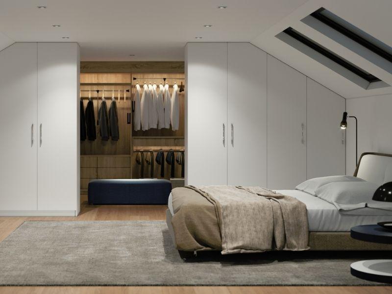 Begehbarer Kleiderschrank im Schlafzimmer