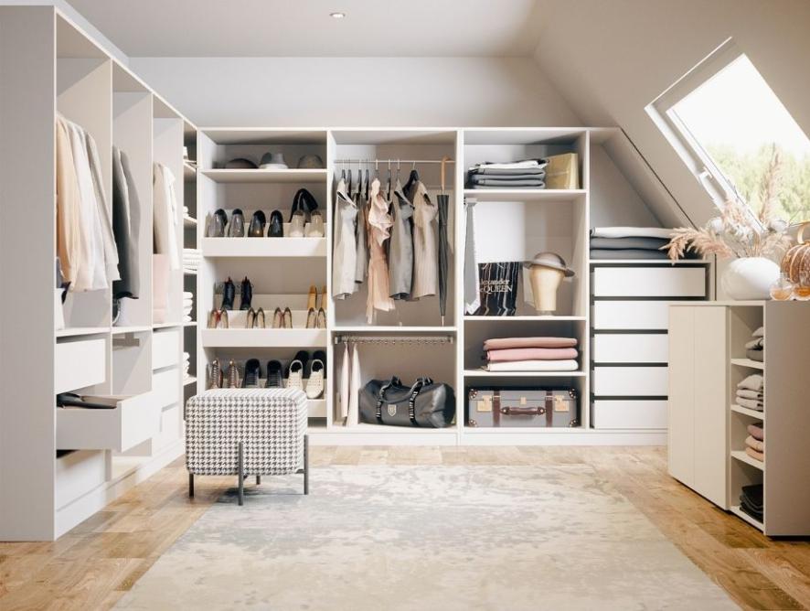 Begehbarer Kleiderschrank für den Dachboden: So setzen Sie den Traum vom Ankleidezimmer um