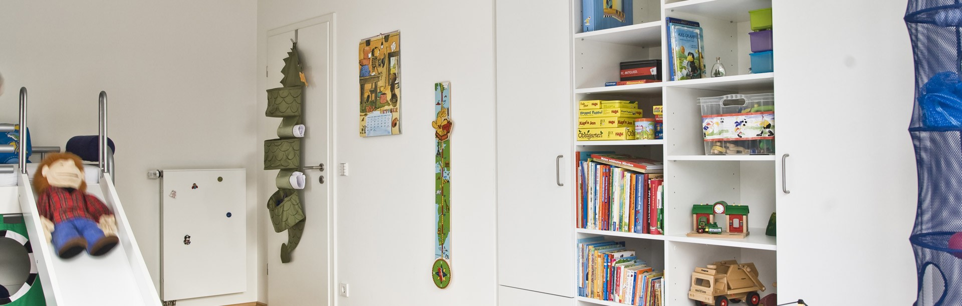 regal im kinderzimmer ma genau online planen. Black Bedroom Furniture Sets. Home Design Ideas