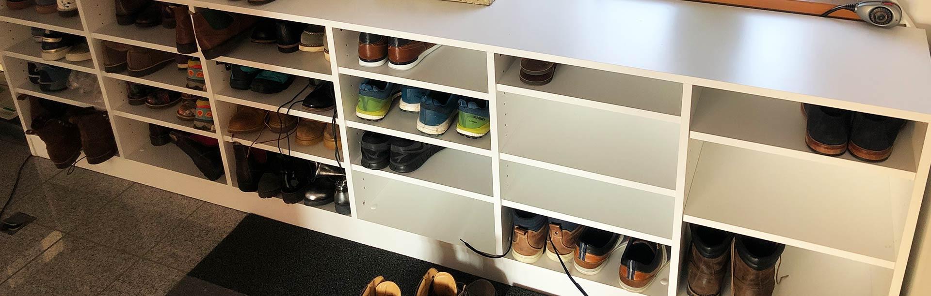 Schuhregal nach Maß – konfigurieren, bestellen, einräumen ...